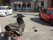 Scooterrijder gewond na aanrijding met auto in Woerden