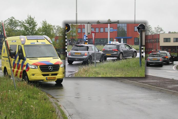 De lesauto kwam tijdens het afrijden in botsing met een andere auto.