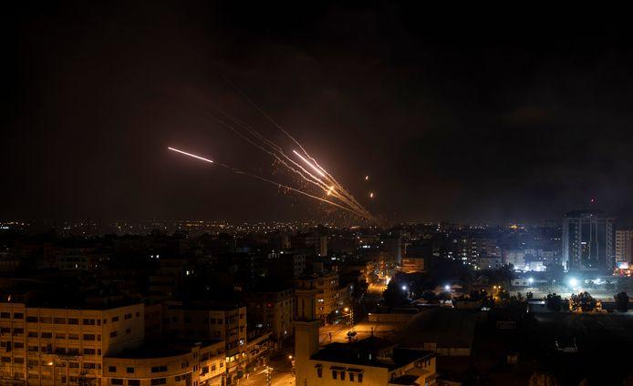 Raketten worden vanuit de Gazastrook afgevuurd naar Israël.