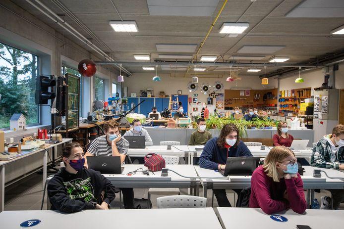 De studenten van Hogescholen UCLL en PXL zullen binnenkort opnieuw naar de campus kunnen om fysieke examens af te leggen in de maand januari. (Archiefbeeld)