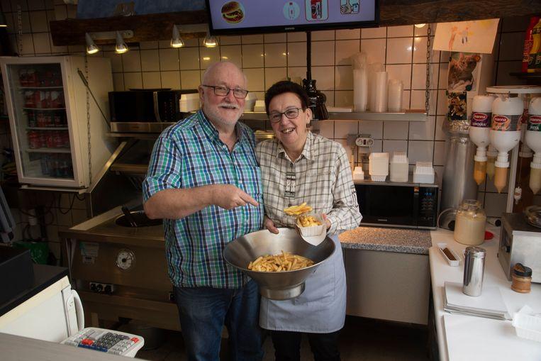 Julien en Francine stoppen na 37 jaar met hun frituur.