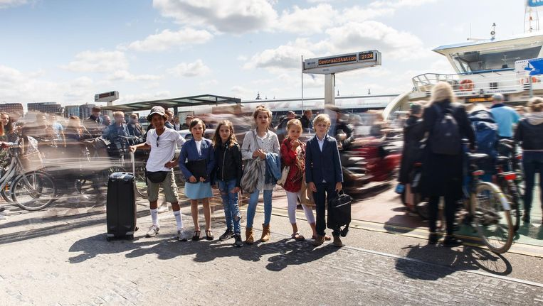 De kinderen representeren zes verschillende typen reizigers. Beeld Tim Hillege en Annette de Ruiter