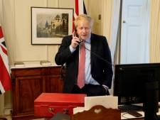 """Boris Johnson exprime sa """"plus grande admiration"""" pour la reine Elizabeth II"""