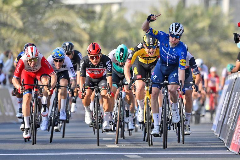 Sam Bennett wint op Al Marjan Island, in de UAE Tour. Beeld AP