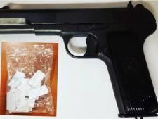 Harddrugs en vuurwapen gevonden in 'verdachte' auto