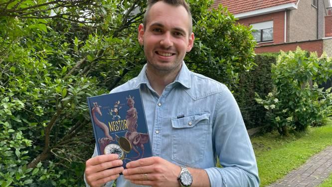 """'Meester Jeroen' (33) maakt debuut als jeugdauteur: """"Leerlingen kijken al uit naar mijn tweede boek"""""""
