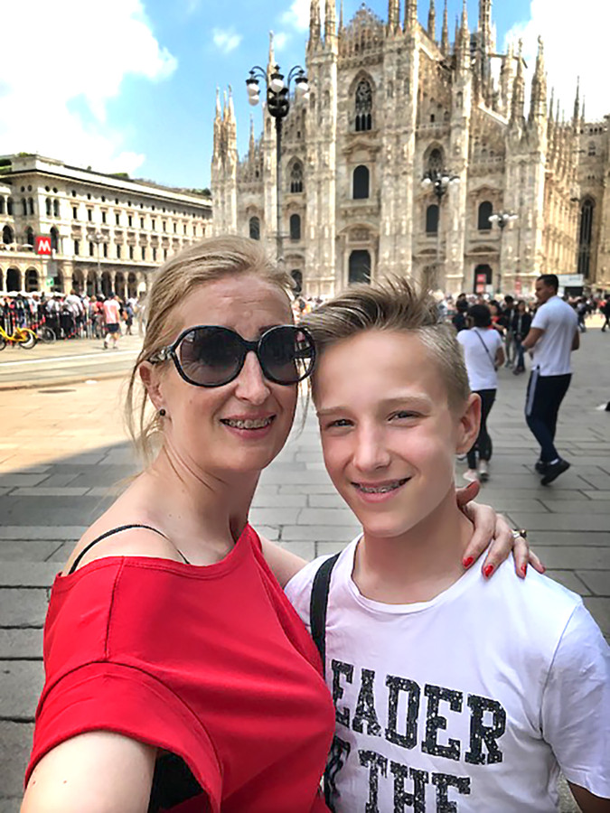 Patricia met haar zoon in Milaan.