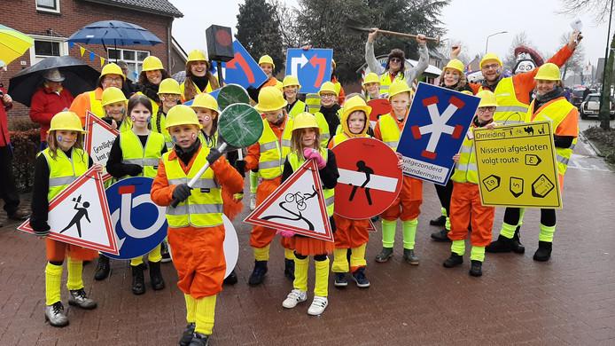 De vele wegwerkzaamheden in Nistelrode inspireerden Ak Oe Zie Dan Ben Dur.