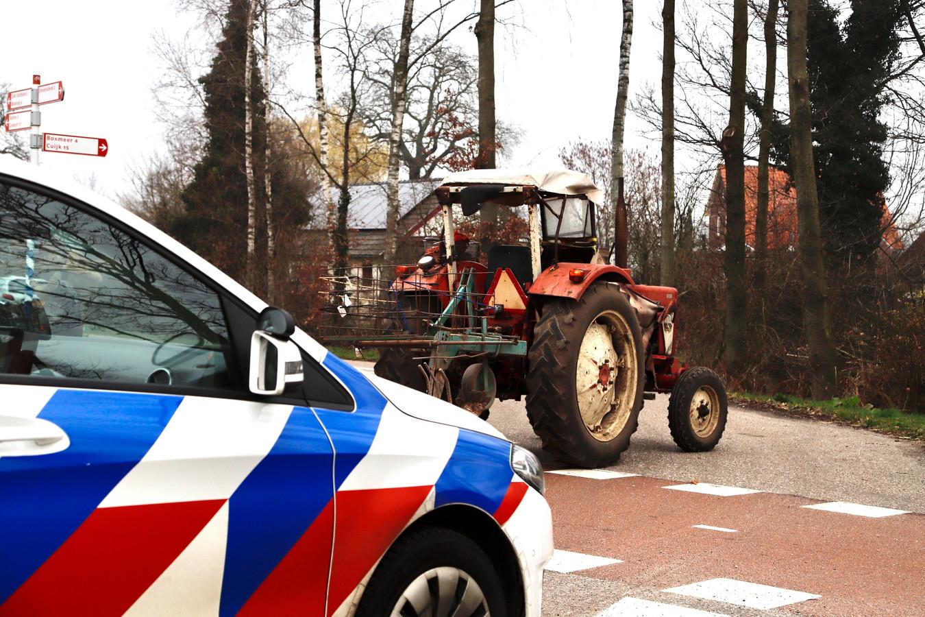 Een meisje is gewond geraakt bij een botsing met een tractor op de Stevensbeekseweg in Sint Anthonis.