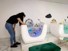 Vlaardingse baby's bubbelen vanaf nu in eigen spa: 'Als ouder ga je toch ook naar een hamam?'