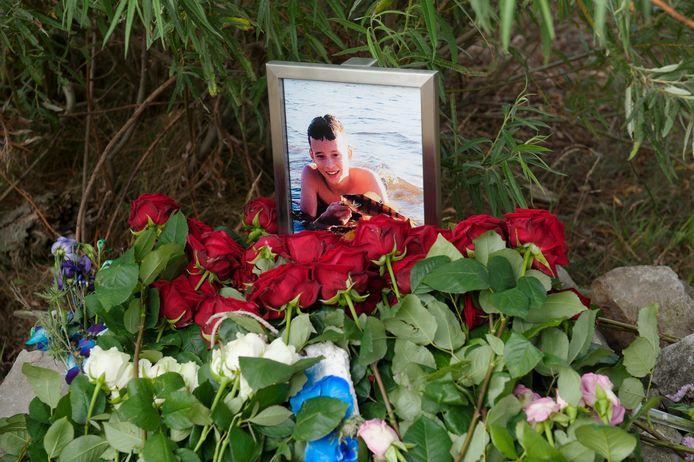 De herdenkingsplek voor de 14-jarige Levi Thoonen, die om het leven kwam door een aanvaring met een jetski.
