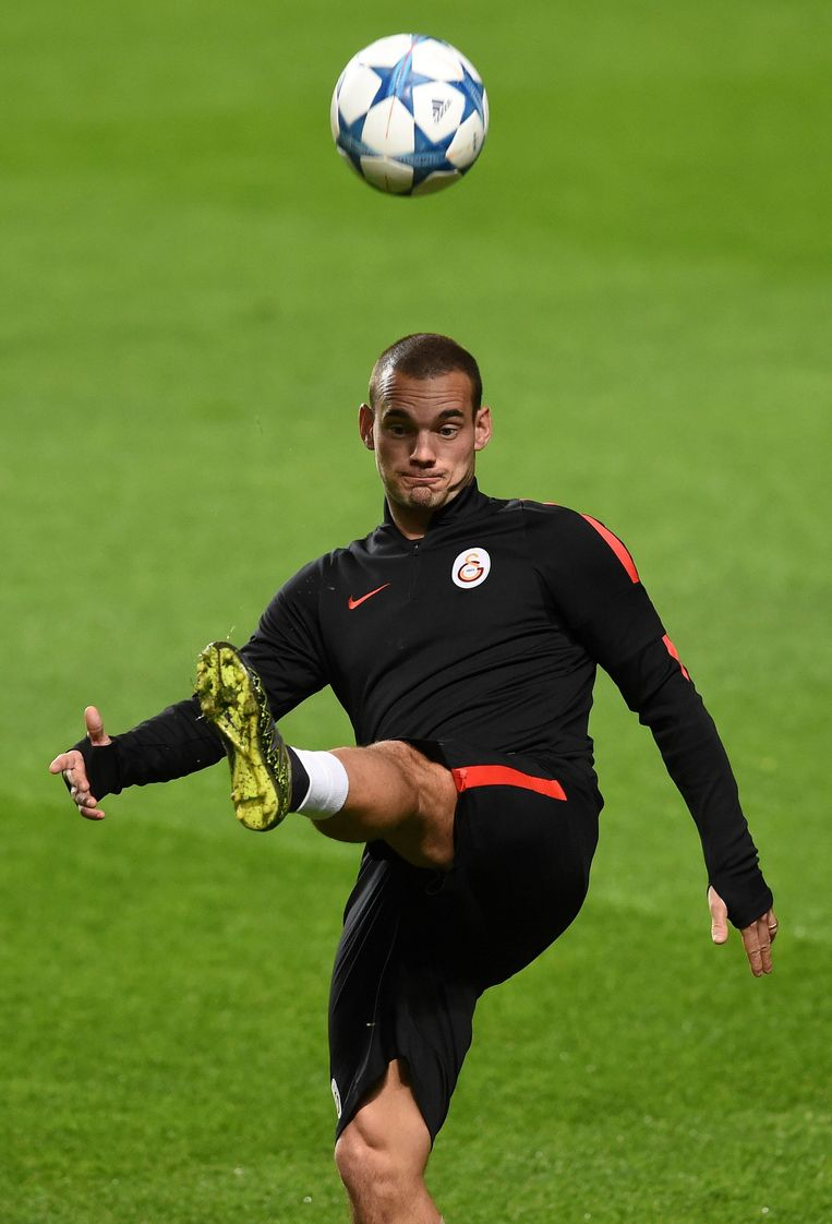 Wesley Sneijder in het trainingstenue van Galatasaray. Beeld afp