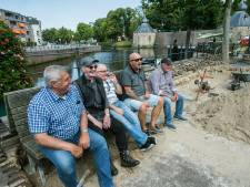 Mannen blij met hun nieuwe 'hangplek' aan de Haven