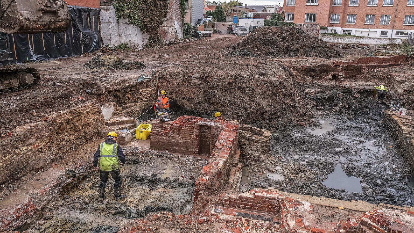 In Poperinge troffen archeologen een Romeinse scherf tussen de middeleeuws lagen.