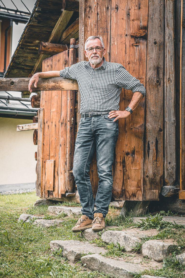 Tarcist Hendry voor de deur van het museum van Sedrun.  Beeld Rinkie Bartels
