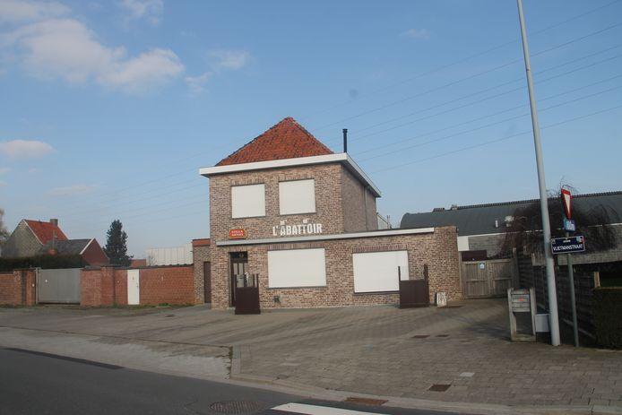 Café L'Abattoir in de Vlietmanstraat wordt een tijdelijk onderkomen voor jeugdhuis De Tunne.