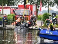 Auto rolt Oude Rijn in