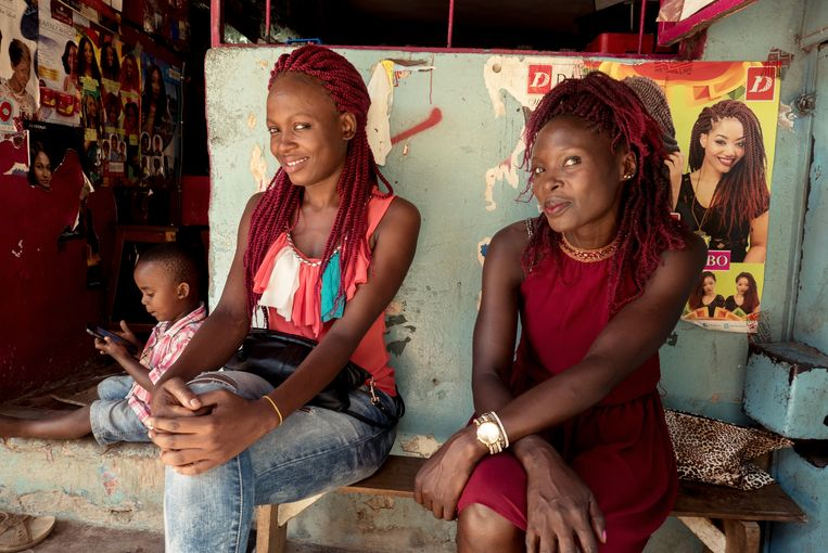 Afrikaanse bruid  Roy Dames, Jos Driessen  Long documentary - 2019 - 88 min.      A grim look at cultural differences and prejudices. Doe Belgian Gilbert feel true love for his African girlfriends, or do other motives play a part as well?    The Belgian former paratrooper Gilbert seems happy in Kenya. He enjoys the weather and the booze and praises the local beauties: