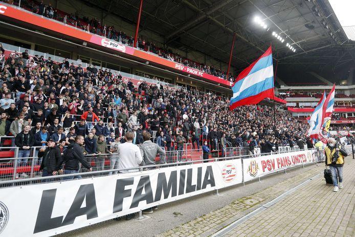 PSV-supporters tijdens het duel met PAOK Saloniki op 14 juli.
