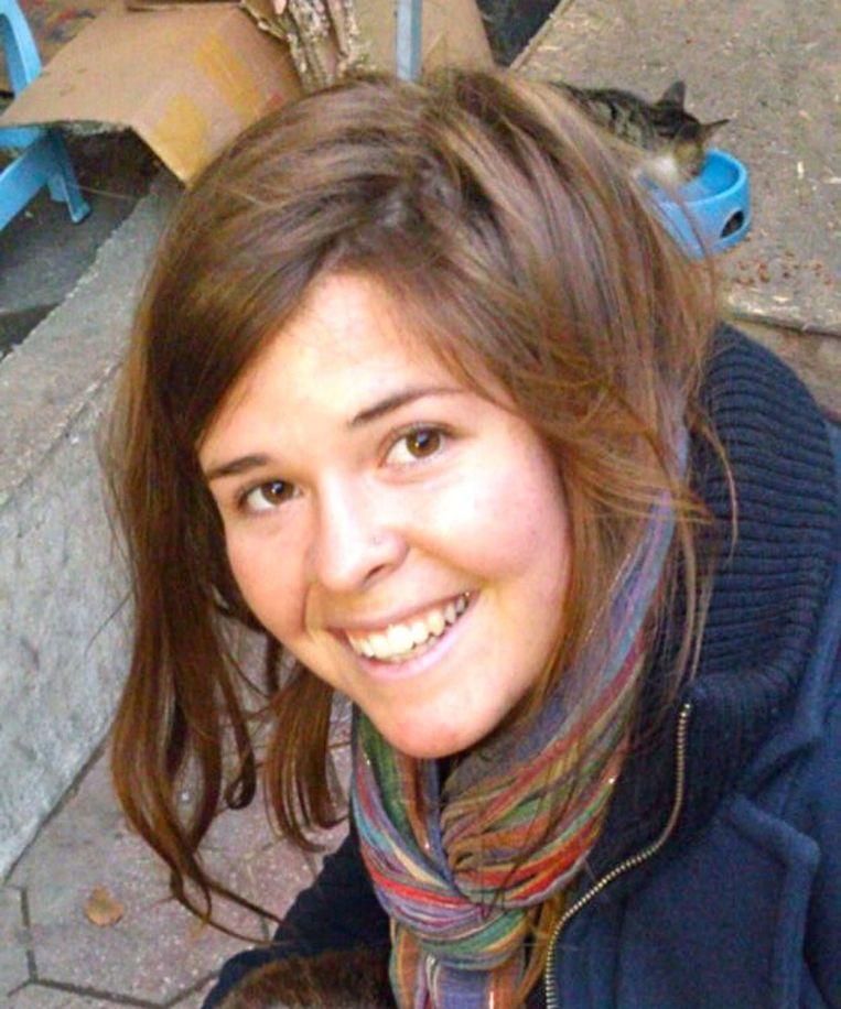 Kayla Jean Mueller was een Amerikaanse hulpverleenster die in 2015 werd verkracht en vermoord door Al Baghdadi en zijn kompanen. De operatie van de Amerikaanse special forces om Al-Baghdadi te doden, werd naar haar vernoemd. Beeld AFP