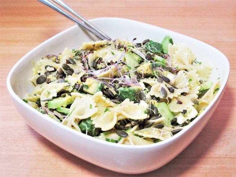 Pastasalade met groene groenten en feta Beeld Pay-Uun Hiu