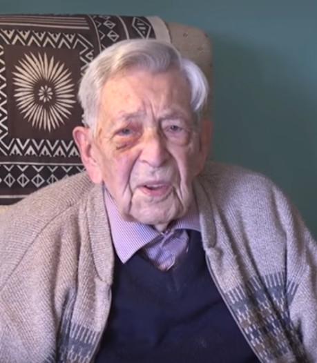 Oudste man ter wereld viert 112e verjaardag noodgedwongen alleen door coronavirus