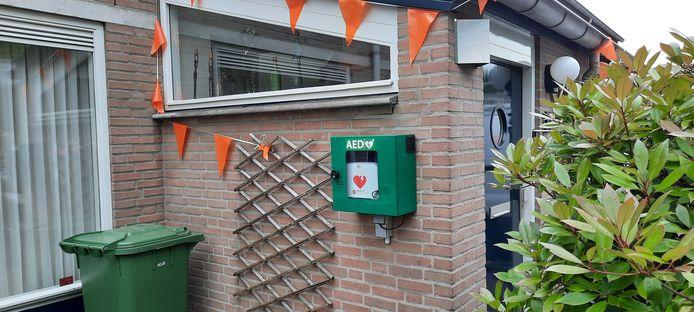 Een onlangs geplaatste AED aan een woonhuis in de Boonakker in Heesch.