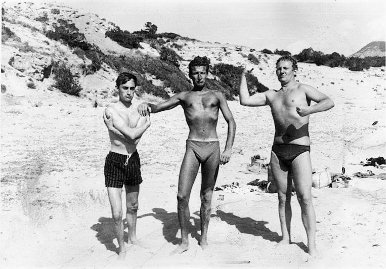 Cees Nooteboom, Harry Mulisch en Hugo Claus. 'De dunne', 'De Bruine' en 'De Dikke' op Ibiza, 1959. Beeld Archiefbeeld