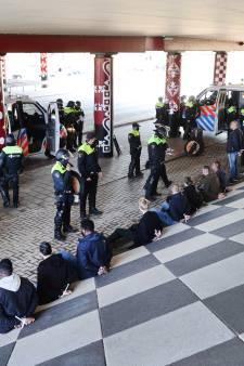 Politie arresteert 32 supporters voorafgaand aan bekerfinale in Kuip