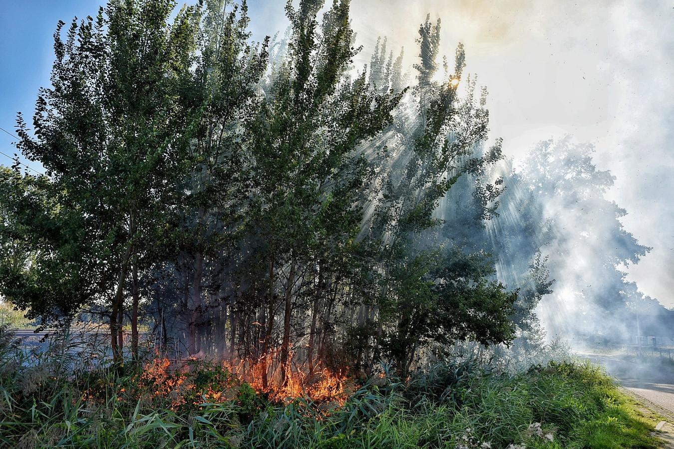 Er ontstonden dit weekeinde drie bermbrandjes langs het traject waarop de stoomtrein reed.