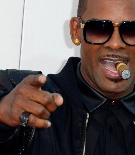 R. Kelly beschuldigd van misbruik en gevangen houden jonge vrouwen