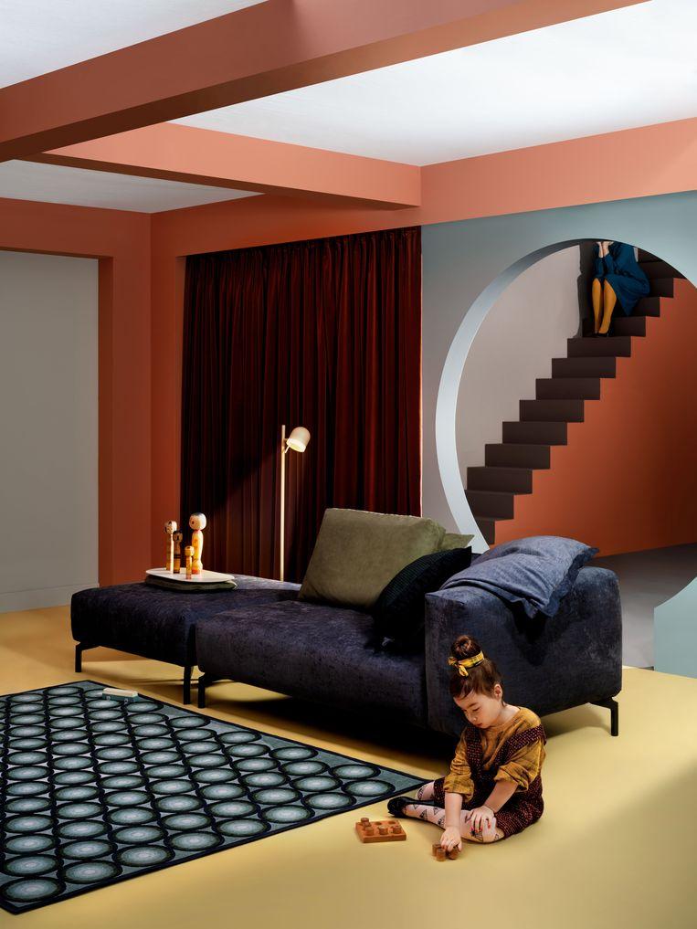 Claire en Roderick Vos, de creatieve breinen achter de Hollandse meubelmerken Leolux en Pode, gaven die laatste dit jaar een Escheresque sausje mee in hun campagnebeeld.   pode.eu Beeld