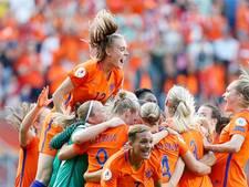 Hij schreeuwt de voetbalvrouwen naar de overwinning