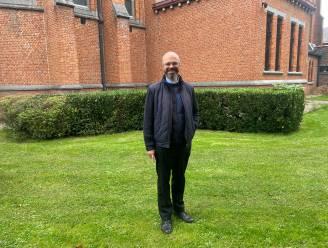 """Ex-stukadoor Karel Loodts (56) is nieuwe priester van Schaffen: """"Ik had het gevoel dat ik voor meer mensen iets moet betekenen, niet exclusief voor één iemand"""""""