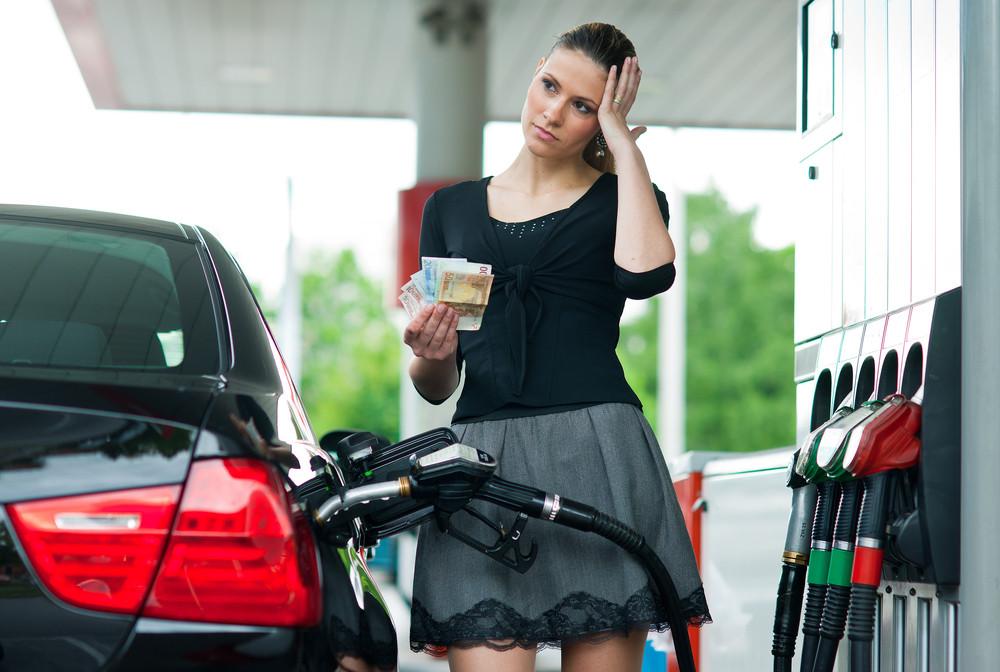 Met de huidige, hoge benzineprijzen is het op dit moment wel even schrikken aan de pomp.