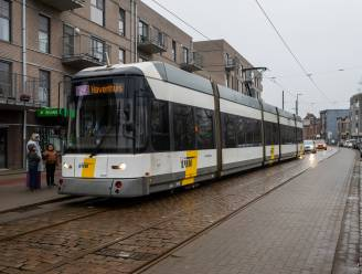 1.200 euro boete en 1 maand rijverbod voor duizelige tramchauffeur die tandartsenpraktijk ramde
