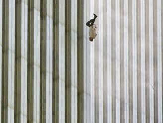 Iconische foto exact 16 jaar oud maar 'Falling Man' nog altijd niet geïdentificeerd