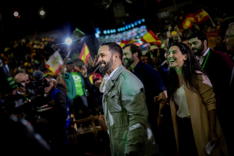 Santiago Albascal, hier op campagne in een voorstad van Madrid, werpt zich op als de grote redder van Spanje.