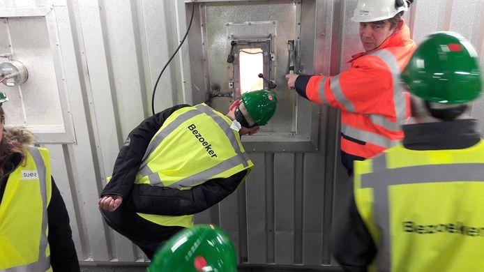 Een blik in de oven van de 'energie-uit-afval-centrale' van SUEZ ReEnergy.