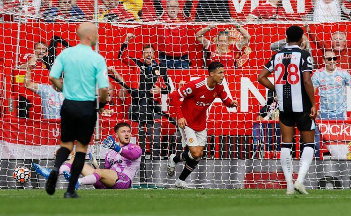 Cristiano Ronaldo heeft de score geopend bij zijn rentree op Old Trafford.