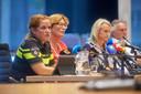 Burgemeester Wobine Buijs geeft een persconferentie over het ongeval.