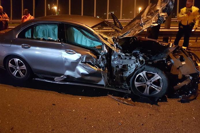De auto van de 50-jarige automobilist uit Ulft raakte bij de aanrijding op snelweg A12 bij Arnhem zwaar beschadigd.
