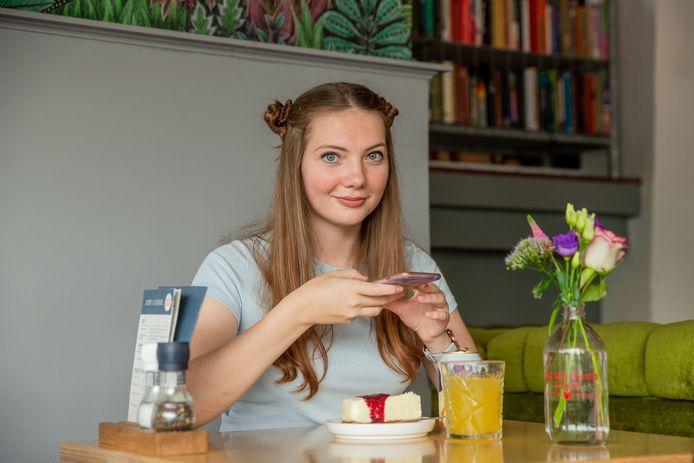 Russische foodblogger Olesia in Hotel Credible in Nijmegen.