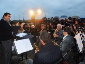 Harmonieën brengen muzikaal eerbetoon aan overledenen op drie Ninoofse begraafplaatsen
