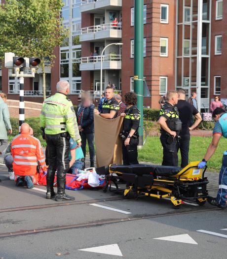 Fietser zwaargewond na botsing met tram op Laan van Nootdorp