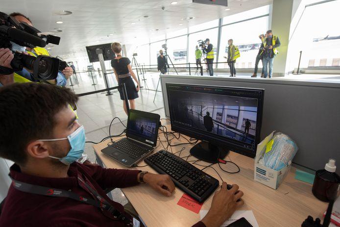 Brussels Airport gebruikt geavanceerde technologie om de temperatuur van passagiers te meten voor zij de luchthaven binnenkomen.