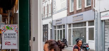 Stille armoede achter de winkelpui: de coronacrisis zorgt voor steeds meer gaten in de straten