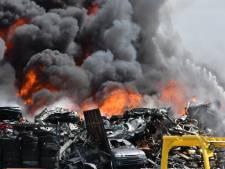 Grote brand bij autobedrijf Wessel in De Lutte onder controle