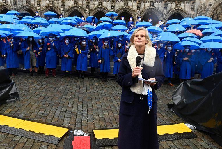 Caroline Pauwels tijdens de diploma-uitreiking van de VUB in september. Beeld Photo News