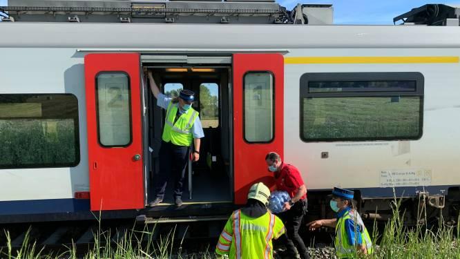 20-jarige vrouw overleeft aanrijding met trein